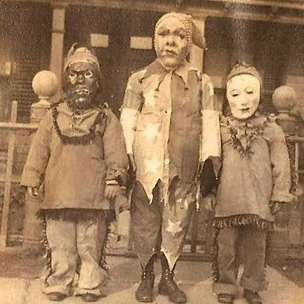 Creepy-Kids-Halloween-Costumes-8204